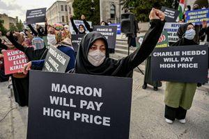 Charlie Hebdo lại gây sóng gió