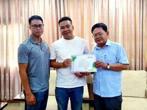 Bánh mì Gạch Đỏ trao 5.000 cuốn tập cho học sinh miền Trung