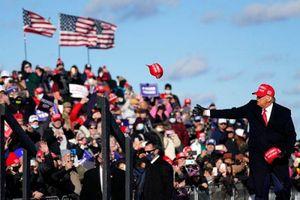 Nhìn lại ngày tranh cử cuối bận rộn của ông Trump-Biden trước giờ 'G'