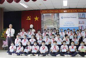 Shinhan Finance tặng 'Tủ sách của những ước mơ' cho Thư viện tỉnh Đồng Nai