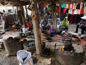 Một ngày tại phiên chợ truyền thống 'độc nhất vô nhị' ở Hà Nội