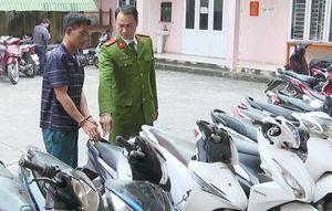 Bắt kẻ chuyên đeo khẩu trang trộm 11 xe máy