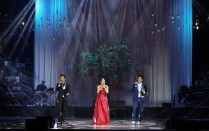 Sân khấu cung Việt Xô sáng đèn trở lại với 'Thu hát cho người'