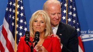 'Tiết lộ' nghề nghiệp và mức lương của vợ, con ông Joe Biden