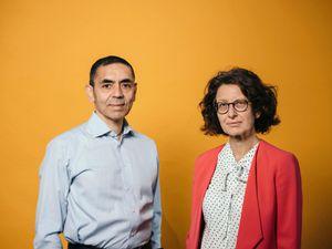 Cặp vợ chồng khoa học gia phát triển loại vaccine COVID hứa hẹn nhất thế giới