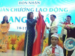Ngôi trường 100 tuổi nhận Huân chương Lao động hạng Nhất
