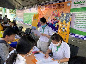 Hàng nghìn người tham gia Sàn Giao dịch việc làm tại Khu công nghệ cao TP Hồ Chí Minh