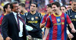 Messi muốn ở lại Barca, Man City chưng hửng