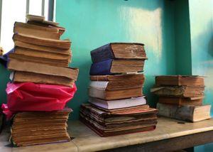 Người suốt 40 năm hành nghề 'cứu sống' những cuốn sách cũ giữa lòng Sài Gòn