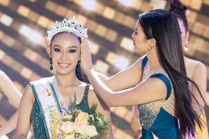 Màn công bố kết quả ở chung kết Hoa khôi Du lịch Việt Nam