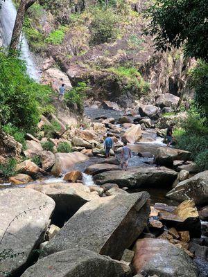 Khánh Hòa: 36 du khách và 9 người dân mất liên lạc khi leo núi ở Khánh Sơn