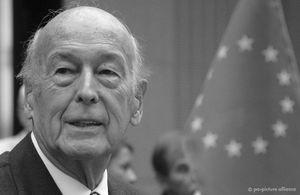 Cựu Tổng thống Pháp Valery Giscard d'Estaing qua đời ở tuổi 94 vì Covid-19