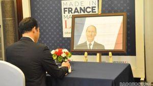 Lãnh đạo Bộ Ngoại giao ghi sổ tang chia buồn cựu Tổng thống Pháp Valery Giscard d'Estaing qua đời