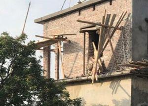 Sập giàn giáo công trình nhà ở đang thi công, 3 người tử vong