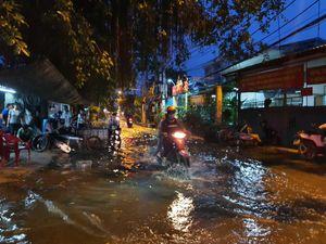 Dự án 10.000 tỉ hết tiền, người Sài Gòn khốn khổ với ngập lụt dù triều cường không cao