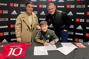 Con trai Rooney gia nhập học viện bóng đá M.U