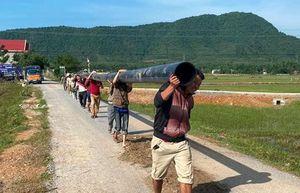 Miền Trung tái thiết nguồn nước sinh hoạt cho người dân sau mưa lũ