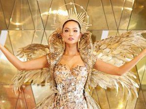 Hoa hậu H' Hen Niê ấn tượng trong trang phục nặng 40kg tại quê nhà