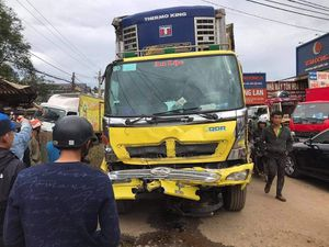Xe tải mất lái gây tai nạn liên hoàn, 2 cô gái tử vong