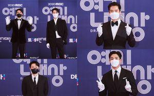 Thảm đỏ 'MBC Drama Awards 2020': Dàn trai đẹp Ro Woon, Lee Jae Wook và Ha Suk Jin chiếm trọn 'spotlight'
