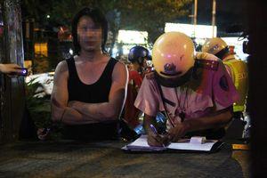 Thanh niên nhậu 3 ngày 3 đêm lao xe vào chốt CSGT, đòi tự tử vì vợ bỏ