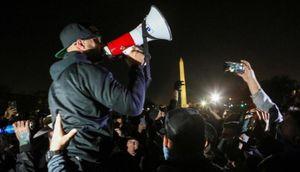 Căng thẳng tăng cao, cảnh sát cảnh báo người biểu tình ủng hộ ông Trump để súng ở nhà
