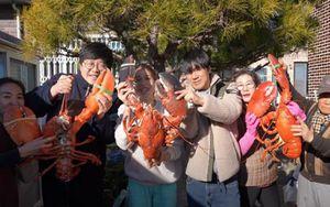Gia đình YouTuber Kiều Tiên ăn 21kg tôm hùm mừng năm mới 2021