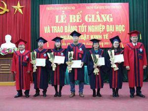 Đại học Mở Hà Nội trao bằng cử nhân Luật cho 29 học viên tại Vĩnh Phúc