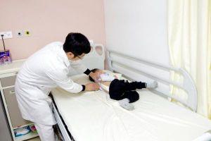 'Sửa' cong vẹo cột sống cho bệnh nhi 3 tuổi