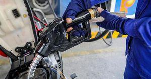 Giá xăng dầu hôm nay 14/1: Bất ngờ quay đầu giảm