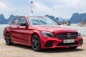 So sánh Mercedes-Benz C 300 AMG với Lexus IS 300 Standard