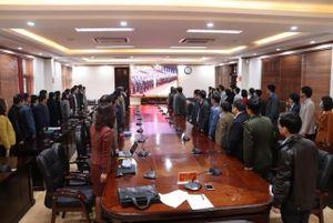Quảng Ninh: Cán bộ, đảng viên và nhân dân theo dõi phiên khai mạc Đại hội XIII của Đảng
