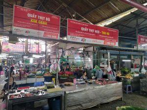 Tiểu thương chợ truyền thống TP HCM nỗ lực giữ chân khách hàng
