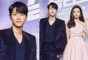 Song Joong Ki kề cận 'bản sao Song Hye Kyo' tại họp báo bom tấn: Nhìn xa quá bảnh, zoom gần lộ luôn dấu hiệu lão hóa