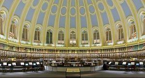 Bước vào thư viện hay kết nối với tri thức?