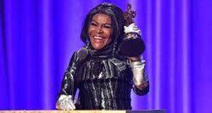 Nữ diễn viên da màu đầu tiên được trao giải Oscar danh dự