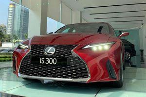 Lexus IS 2021 hơn 2 tỷ về đại lý cận Tết, đắt nhưng hút khách