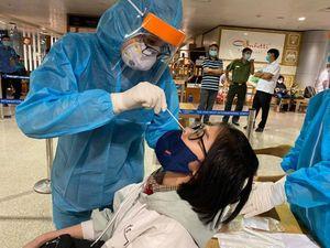 Xuyên đêm lấy mẫu xét nghiệm cả ngàn cán bộ, nhân viên Bệnh viện Mắt TPHCM