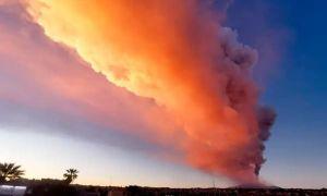Vừa đầu năm, ngọn núi lửa hoạt động mạnh nhất châu Âu đã phun thẳng lên trời khiến mọi người hoảng sợ
