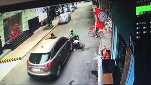 Xe hơi tông văng 3 em nhỏ đi xe đạp ở Hòa Bình