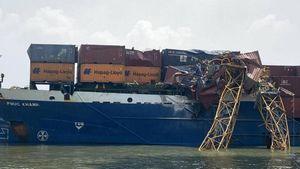 Chưa phát hiện hư hỏng cầu Phước Khánh sau vụ tàu container đâm gãy cẩu tháp