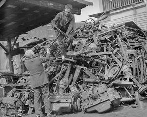Cảnh ít thấy người dân Mỹ góp kim loại chế tạo vũ khí chống Đức