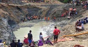 Ráo riết giải cứu hàng chục người bị lở đất tại mỏ vàng