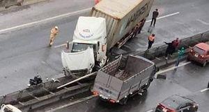 Container gây tai nạn chắn ngang đường vành đai 3