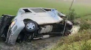 Xe tải tông xe 16 chỗ, 8 người thương vong