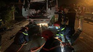 Quảng Ngãi: 3 người thương vong do 2 xe tải va chạm với nhau