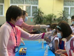 Học sinh trở lại trường: Siết chặt phòng dịch, tăng tốc dạy học
