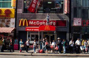 Nhiều nhân viên nữ McDonald's tố bị quấy rối tình dục