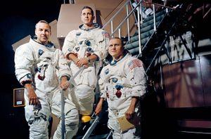 Chuyến du hành đầu tiên đưa con người tới Mặt Trăng