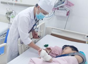 Cứu bé trai mắc bệnh đau đỏ chi